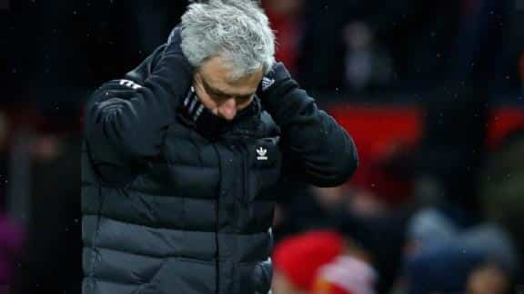 Mourinho condemns critics: 'Everyone with a brain understands that'.