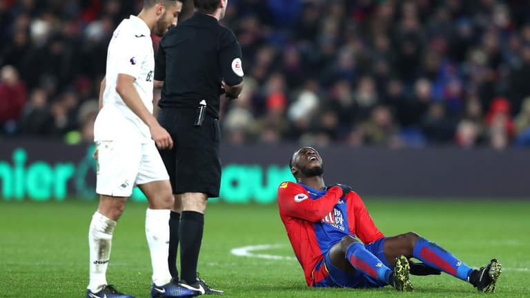 christian benteke crystal palace injured